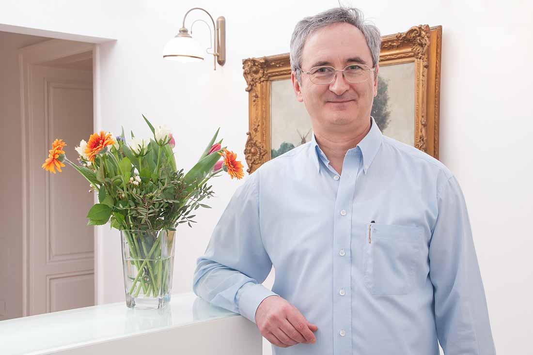 Zahnarzt In Wien Für Zahnkronen Implantate U V M Drpilus